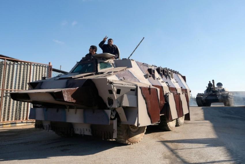 آليات عسكرية تابعة للجيش الوطني الليبي في بنغازي. (رويترز)