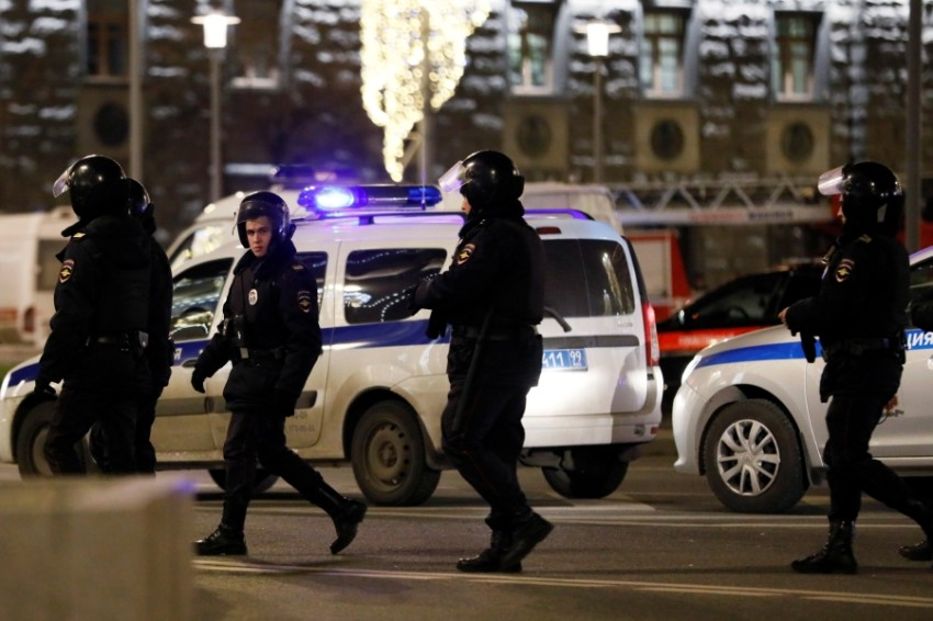 أفراد من الشرطة الروسية. (رويترز)