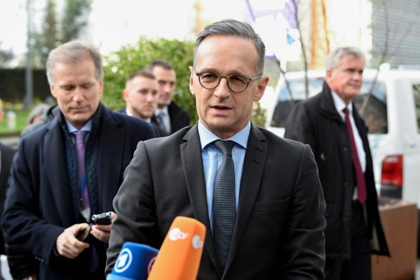 وزير الخارجية الالماني يتحدث للصحفيين في بروكسل (أ ف ب)