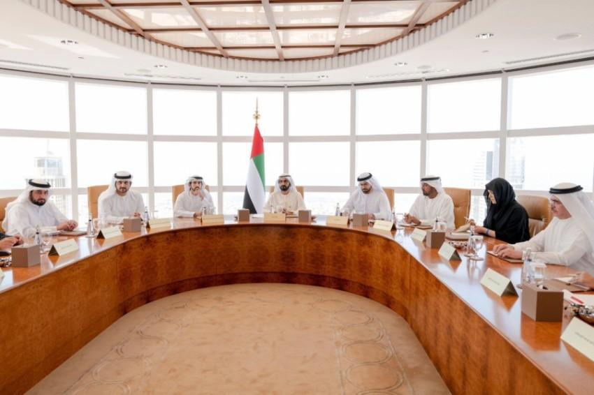 محمد بن راشد مترئساً الاجتماع الأول لمجلس دبي. (وام)