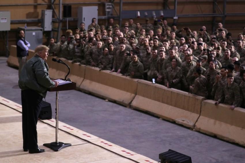 دونالد ترامب أثناء زيارته إلى «عين الأسد» في 26 ديسمبر 2018.