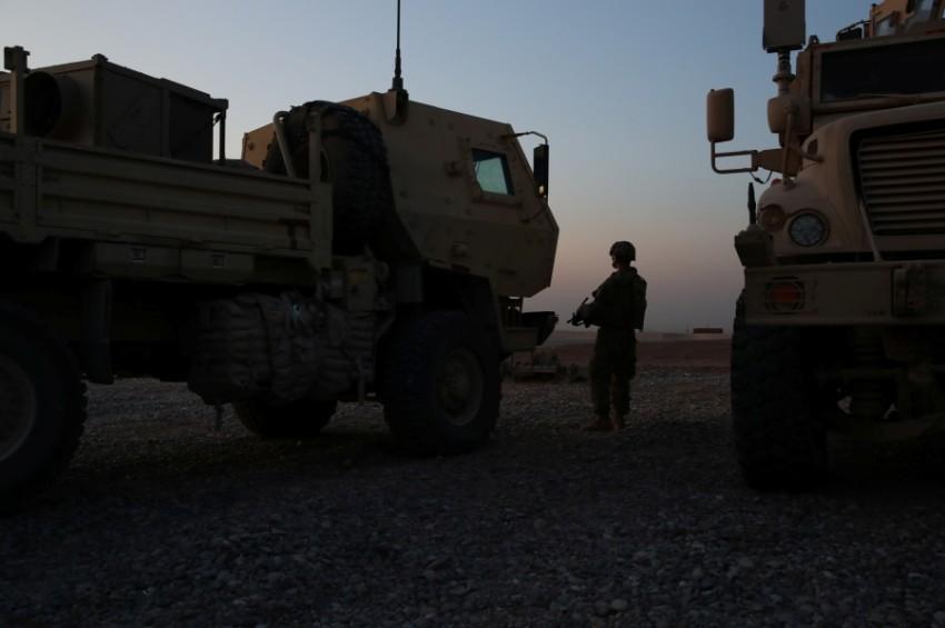 جندي أمريكي في مطار أربيل الدولي بالعراق. (رويترز)
