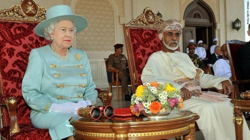 السلطان قابوس خلال لقاء مع ملكة بريطانيا. (أرشيفية)