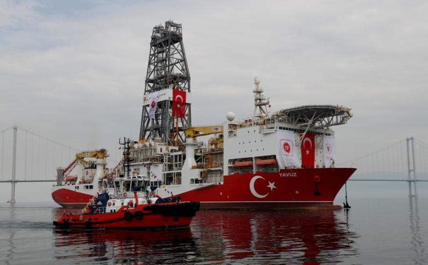 FILE PHOTO Turkish drilling vessel Yavuz sets sail in Izmit Bay, on its way to the Mediterranean Sea, off the port of Dilovasi, Turkey, June 20, 2019. REUTERS/Murad Sezer/File Photo, سفينة الحفر التركية الثانية