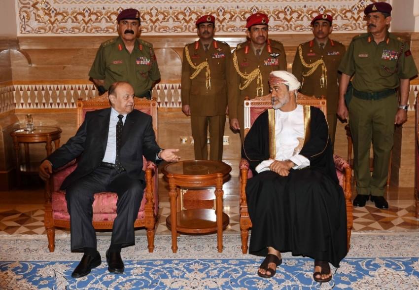 السلطان هيثم بن طارق خلال استقباله الرئيس اليمني عبدربه هادي (العمانية)