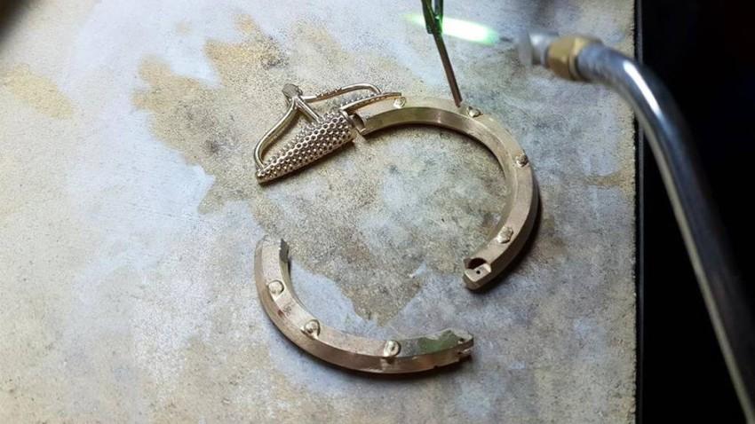 تقوم بتصنيع مجوهراتها في بيروت