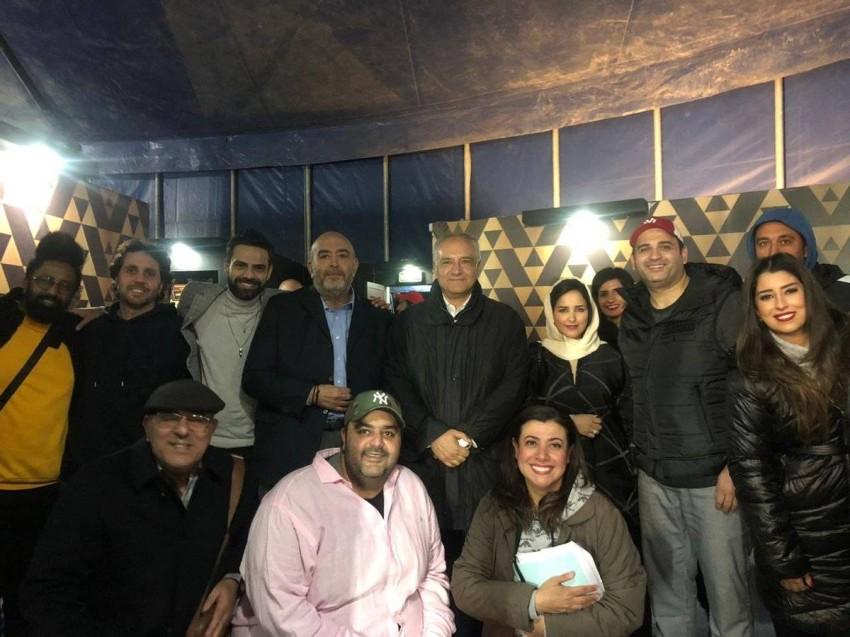 طاقم العمل مع السفير المصري والإعلامي عماد أديب
