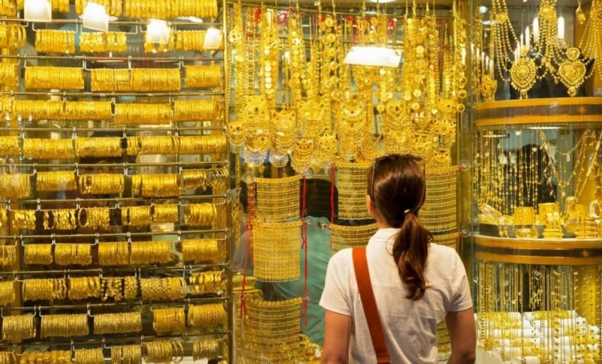 الجنسيات الآسيوية تتصدر مشتري الذهب في دبي. (الرؤية)