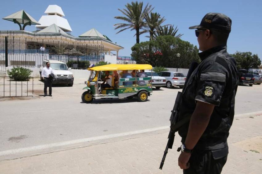 فرد بالشرطة التونسية في تونس. (رويترز)
