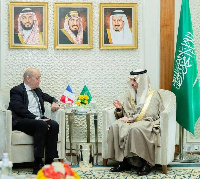 وزير الخارجية السعودي فيصل بن فرحان يستقبل نظيره الفرنسي جان إيف لودريان (واس)