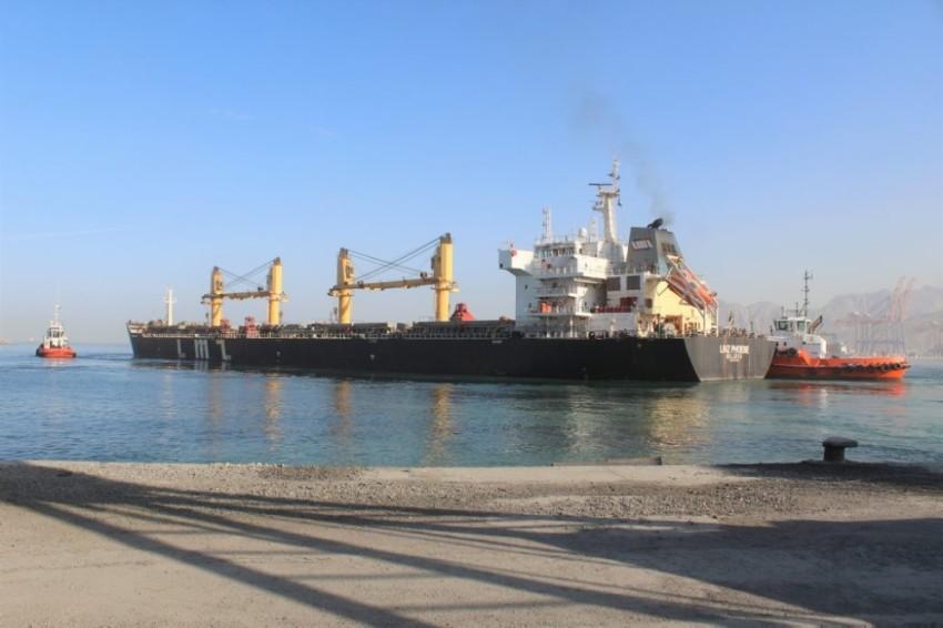 إنشاء رصيف بعمق 18 متراً بميناء صقر لاستقبال السفن الكبيرة. (الرؤية)