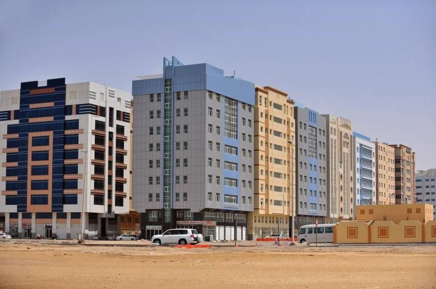 بنايات وعقارات سكنية في منطقة المصفح التجارية. (الرؤية)