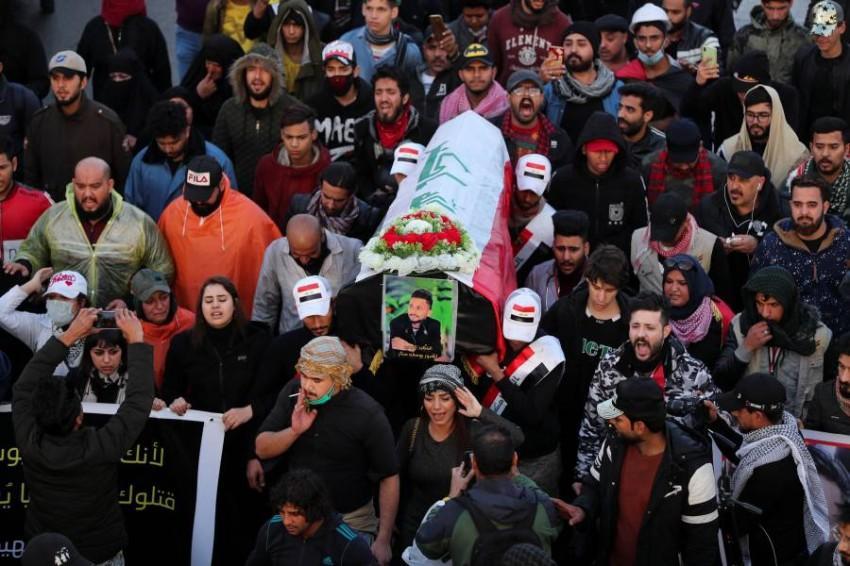 جنازة رمزية لمتظاهر قُتل خلال احتجاجات في بغداد. (رويترز)