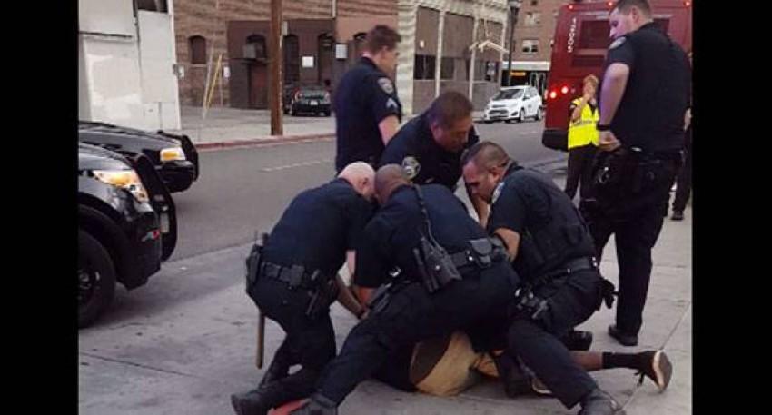 الشرطة الامريكية خلال اعتقال أحد الأشخاص (أرشيفية)