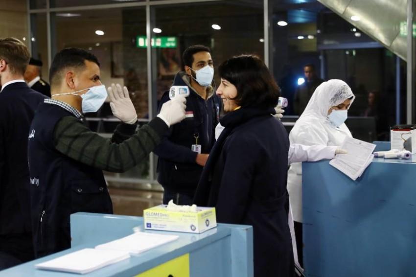 فحص المسافرين في مطار القاهرة (إي بي أيه)