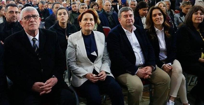 ميرال أكشنار وسط أعضاء حزبها. (صحيفة قرار)