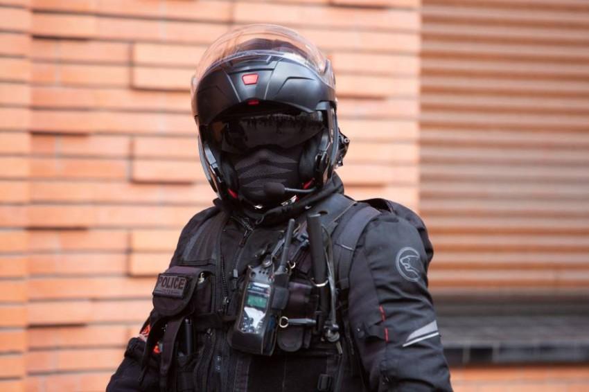 فرد بالشرطة الفرنسية في باريس. (من المصدر)
