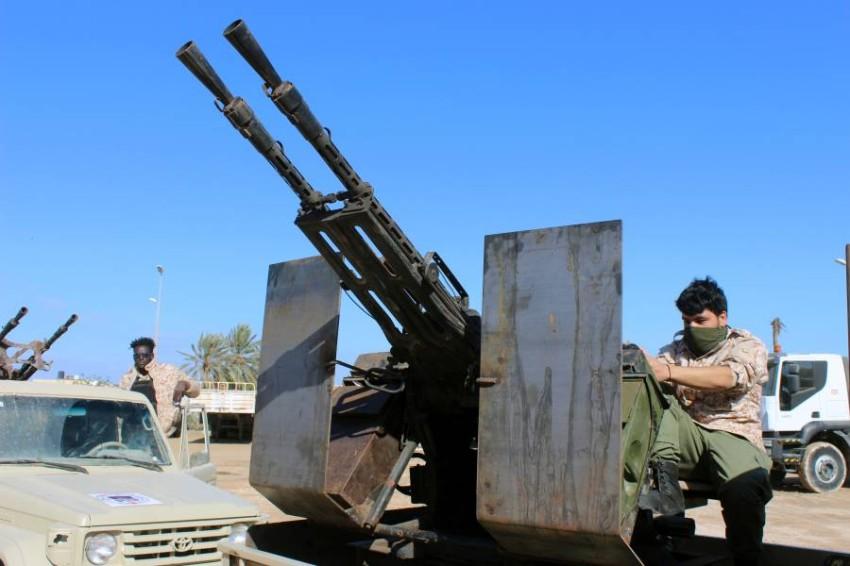 مقاتلون موالون لحكومة طرابلس في مصراتة. (رويترز)
