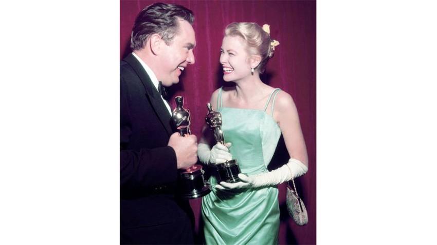 غريس كيلي بفستان ساتان في حفل الأوسكار عام 1955