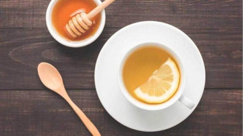 مشروب الليمون الدافئ.