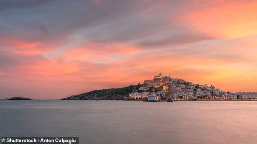 إقامة لـ8 شخاص بمنتجع جزر الكناري في إسبانيا.