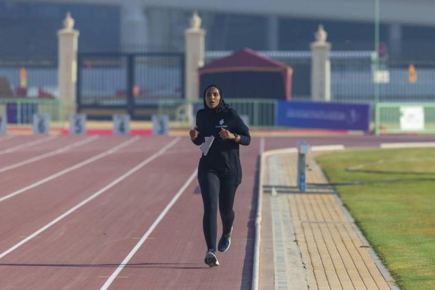 العدّاءة الإماراتية صالحة البسطي لاعبة نادي الشارقة الرياضي للمرأة الحائزة على الميدالية الفضية.