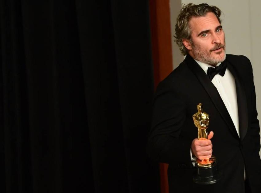 فاز الممثل يواكين فينيكس بجائزة أفضل ممثل عن دوره في فيلم الجوكر. أ ف ب