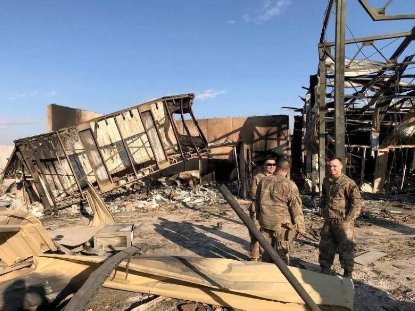 جنود في موقع الهجوم الذي استهدف قاعدة عين الأسد الجوية في العراق. رويترز.