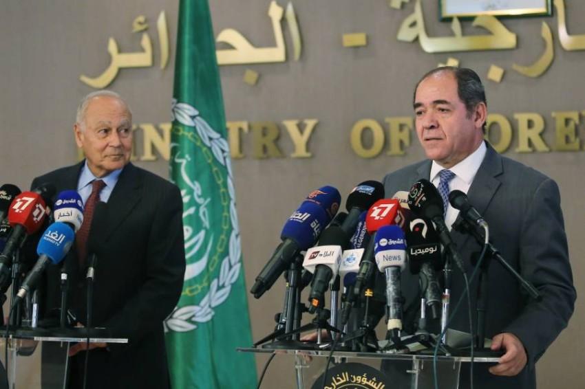 أبوالغيط ووزير الخارجية الجزائري. (رويترز)