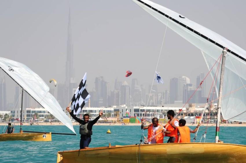 القوارب المشاركة لحظة وصولها إلى شاطئ نسناس بيتش في منظر أعاد ذكريات الماضي الجميل. (من المصدر)