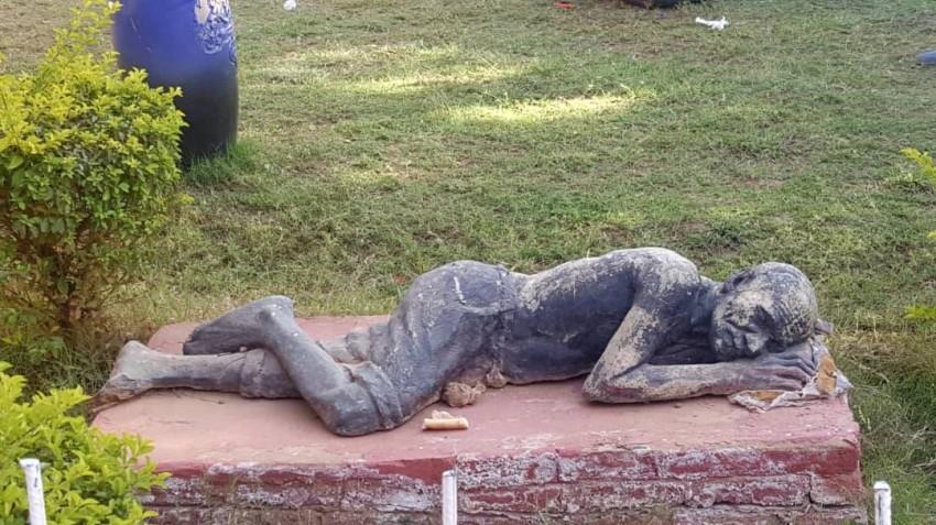 تمثال مهمل