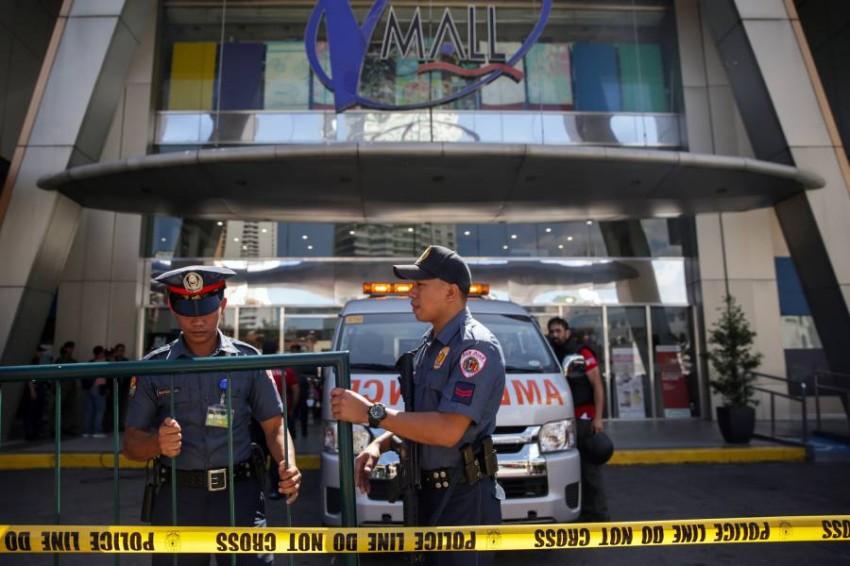 الشرطة تطوق مكان احتجاز الرهائن. (رويترز)