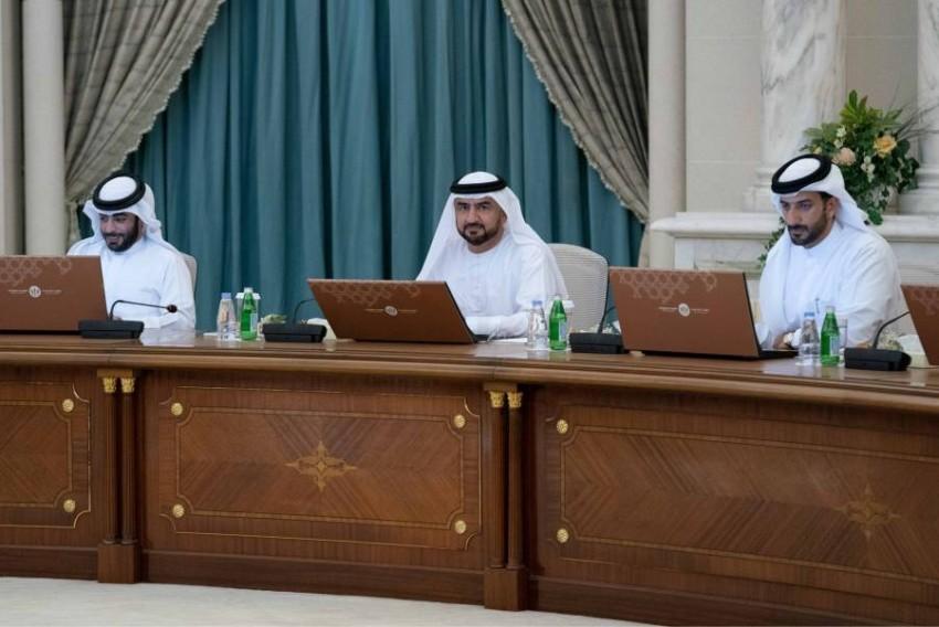 عبد الله بن سالم القاسمي يترأس اجتماع المجلس التنفيذي في الشارقة. (وام)