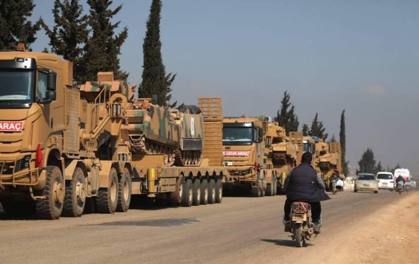 رتل عسكري تركي قرب ريف إدلب (أ ف ب)