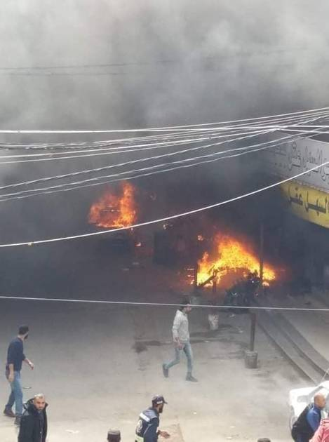 ألسنة اللهب والدخان تتصاعد جراء حريق بسوق شعبية في غزة. (من المصدر)
