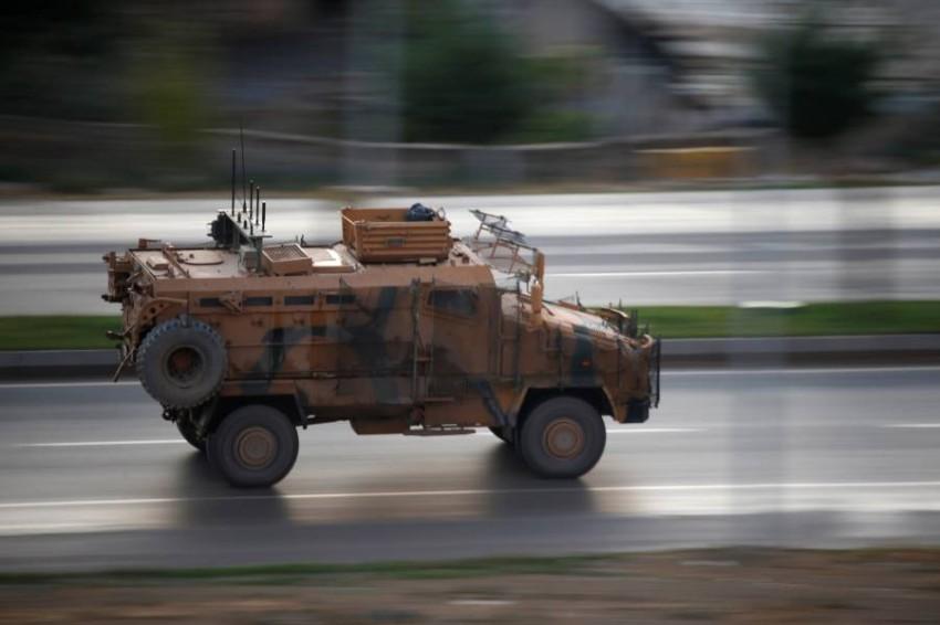 شاحنة عسكرية تركية في طريقها إلى إدلب. (رويترز)