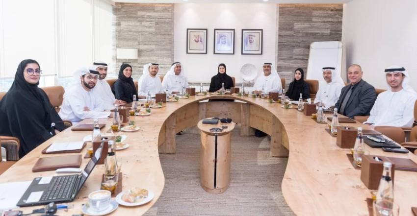 سارة الأميري خلال اجتماعها مع أعضاء المجلس. (من المصدر)
