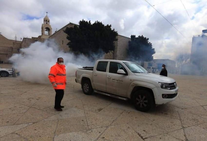 بلدية بيت لحم تقوم بتعقيم المدينة. (من المصدر)