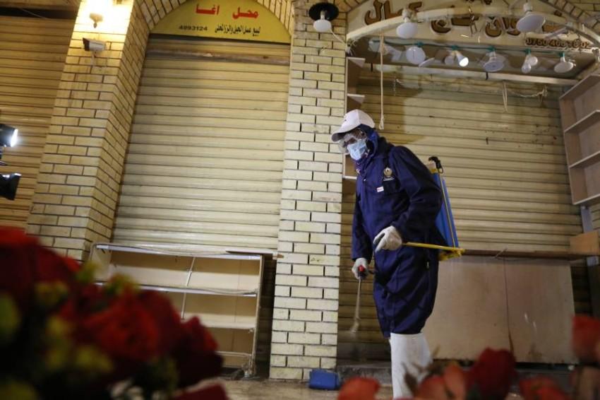 صورة من عمليات التعقيم في العراق. (إ ب أ)