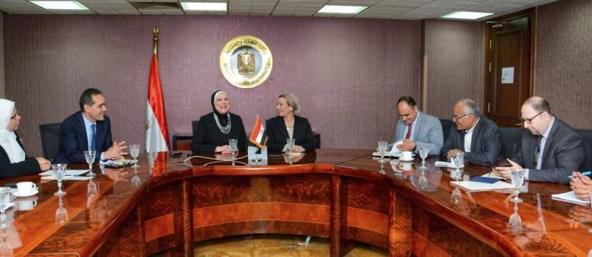 مصر تبحث تعظيم الاستفادة من استخدام منتجات الوقود البديل.