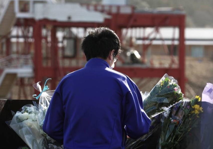 بلا حشود خشية كورونا.. اليابانيون يحيون ذكرى ضحايا تسونامي. (أ ف ب)