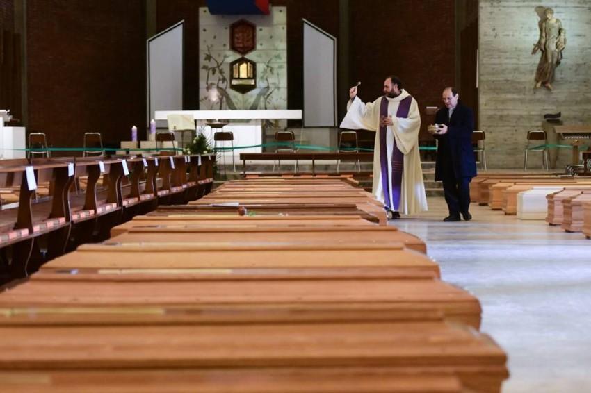 وفيات كورونا في فرنسا - أ ف ب