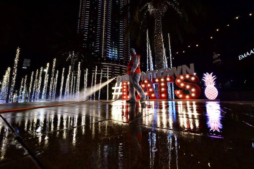تعقيم الشوارع في مدينة دبي - أ ف ب