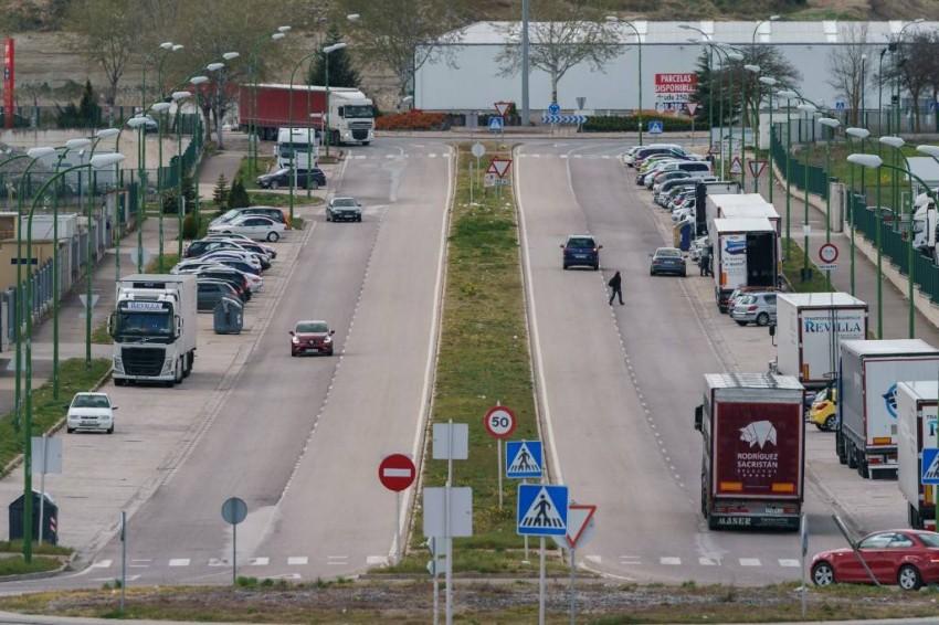 الشاحنات فقط في شوارع إسبانيا - رويترز