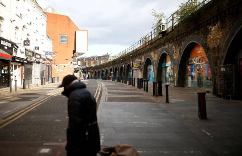 هدوء وخوف في أحد شوارع بريسكتون البريطانية. (رويترز)