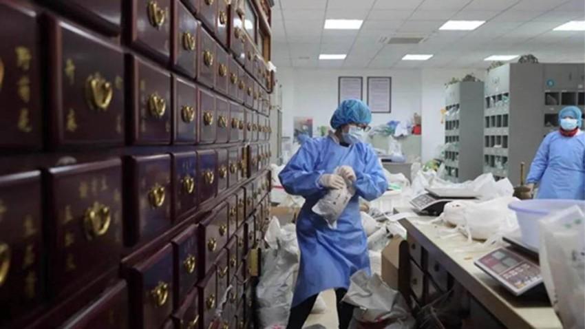 سعت ووهان لمعالجة مرضى كورونا بالطب التقليدي الصيني