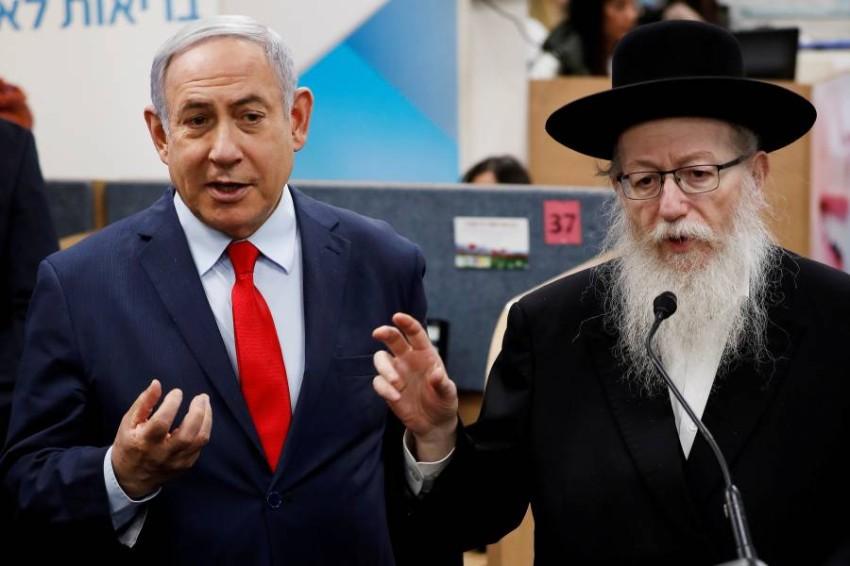 نتنياهو مع وزير الصحة الإسرائيلي يعقوب ليتسمان. (رويترز)