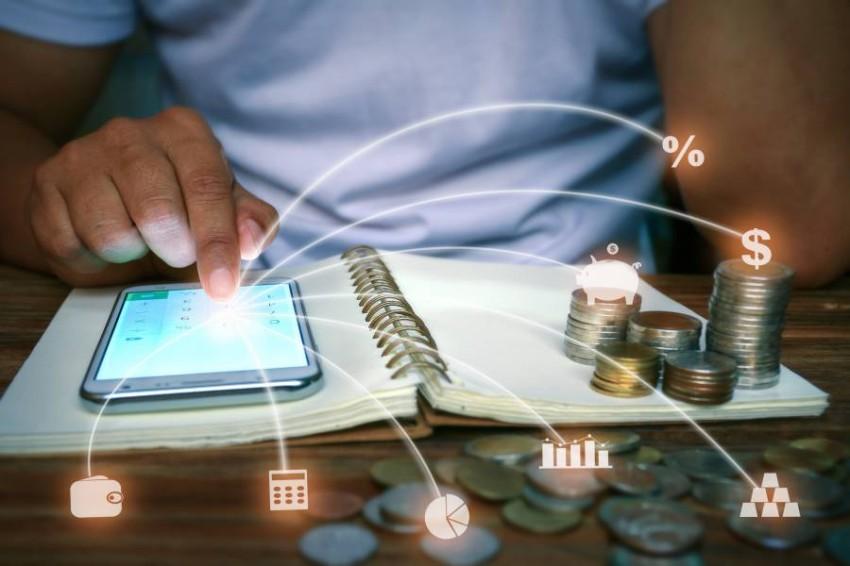 «الخدمات الرقمية» تطلق التحويلات المالية الإلكترونية بالإمارات لأكثر من 200 دولة.