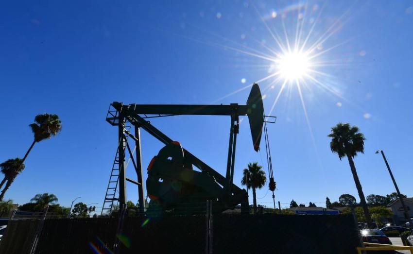 أسعار النفط ترتفع أكثر من 24% بعد توقعات ترامب بخفض حاد للإنتاج