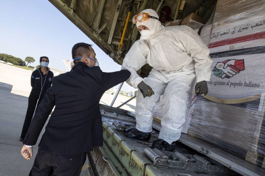 وصول المساعدات المصرية إلى إيطاليا. (إي بي أيه)